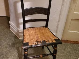 Antique Hitchcock Chair – Decorative or TLC Piece! FREE! (Kingsbridge/Riverdale)