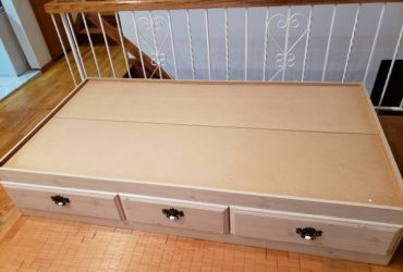 Twin bed frame w/ storage drawers (New Springville, Staten Island)