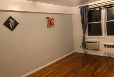 $800 Room for rent/cuarto de renta (Elmhurst)
