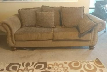 Free sofa couch large (Round Rock)