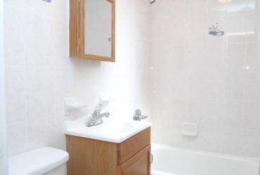$1575 / 1br – STUDIO with SEPARATE BEDROOM NEW BUILDING + LAUNDRY BROADWAY-38ST (ASTORIA)