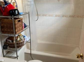 $1050 / 1200ft2 – 11×14 Master bedroom with full private bathroom – $1050! (Queens)