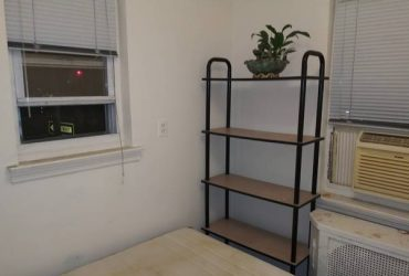 $585 small room located in great area. (elmhurst)