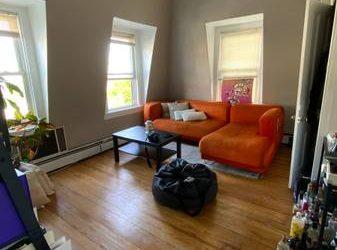 $1400 / 1br – XL 1BR Apt, 3rd fl Walk Up, St George $1400 incl Heat & HW (St George, Staten Island, NY)