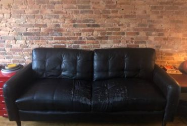 Comfy black leather couch sofa (Bed Stuy)