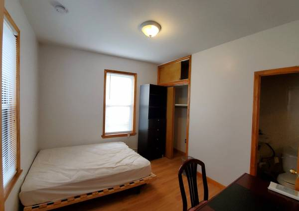 $850 ENSUITE FURNISHED HARBORVIEW   WIFI UTILITIES LAUNDRY   AVAILABLE NOW (By Ferry & RUMC)