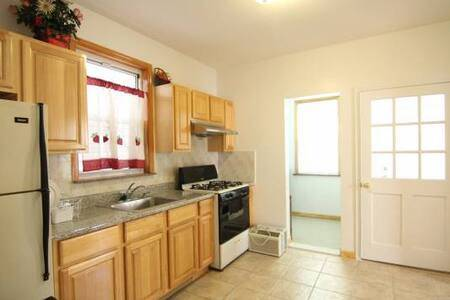 $850 HARBORVIEW ENSUITE FURNISHED: EVERYTHING INCLUDED! (By Ferry & RUMC)