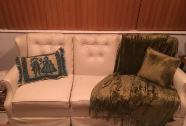 Free Couch (kendall)