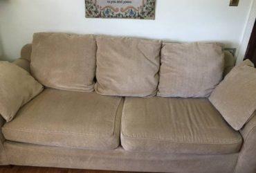 Free !!!!! Sofa ( cream color ) (Seaford)