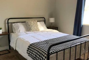 $400 / 700ft2 – Large empty master bedroom with private bathroom!