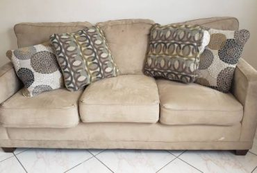 Free couch (Hallandale)
