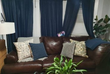 Free 3-Piece Sectional with Chaise (Ossining)