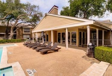 $1145 / 2br – 972ft2 – Professional and Friendly Management Team, In Select Homes, Skylight