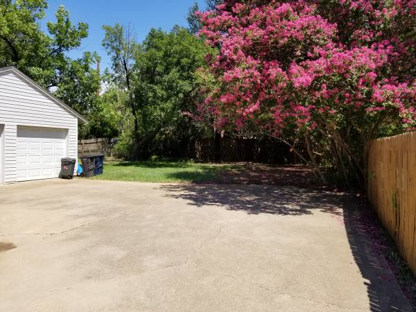 $600 Furnished Room w/private Bath (Fort Worth)