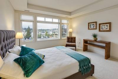 $380 Luxurious bed ready for rent – close to shopping!