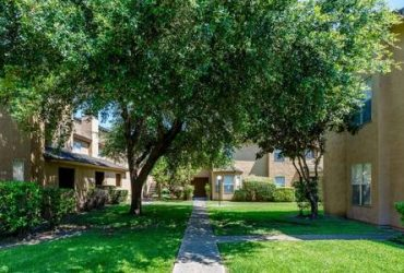 $764 / 1br – 600ft2 – Refreshing Swimming Pool, Faux Granite Countertops, Carports Available (Floyd Curl Dr)