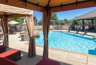 $1155 / 2br – 896ft2 – Poolside cabanas, new bark park, wooden cabentry