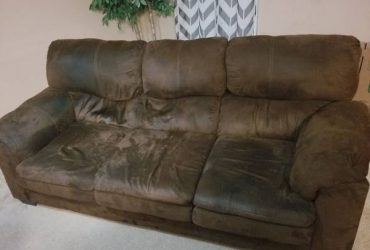 Moving free couch (Jacksonville)