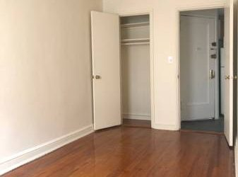 $1350 **COVID SPECIAL. PRICE DROP. King Size Bedroom w/ Tall Closet and AC (Chelsea)