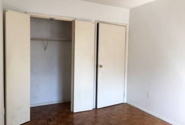 $1595 SPACE HOME OFFICE SUNNY QUEEN Room in Doorman Bldg~ W/D Patio Fios Gym (East Village)