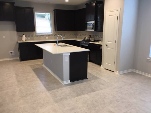 $650 Private room for rent in a house, shared bath (Lakeline area) (Austin Northwest)