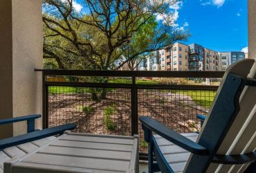 $1910 / 2br – 1168ft2 – Beautiful Downtown View
