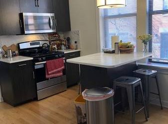 $930 / 900ft2 – Looking for female young professional/grad student to share 2 bd/1ba (Little Italy)