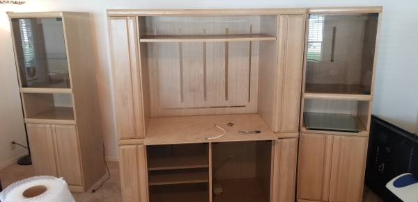 FREE Entertainment center (Largo)