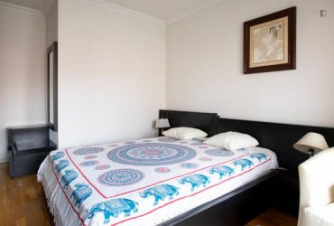 $354 / 678ft2 – Who need a private room that has a nice bath and private entrance?