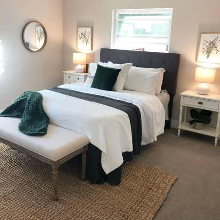 $360 / 720ft2 – Good sized room 4 rent in my home i'm super friendly love pets.!!