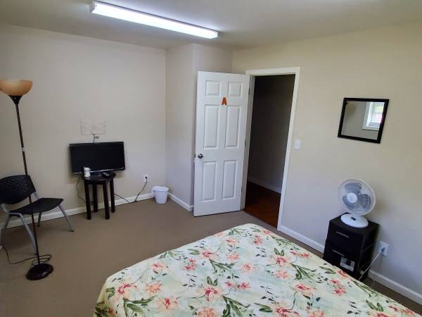 $175 / 200ft2 – Rooms Rental weekly (Riverdale/Fayetteville)