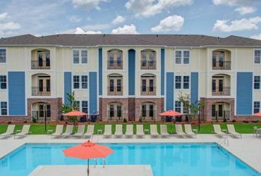 $1245 / 2br – 1264ft2 – Kitchen Pantries, Interactive Clubhouse, Ceiling Fans