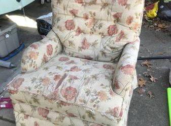 FREE Swivel rocker chair (Cary)