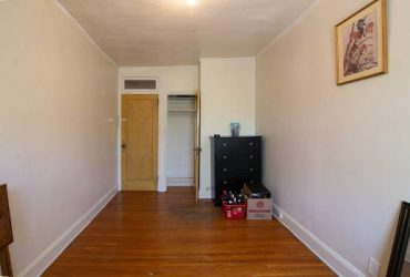 $1100 Large Room in Greenpoint on Kent (Greenpoint)