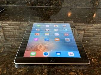 Apple IPad 2nd Generation – 16GB – it comes with all school apps – Web