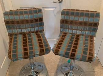 FREE ONLY Free Stool Chairs and Office Chairs (Miami)