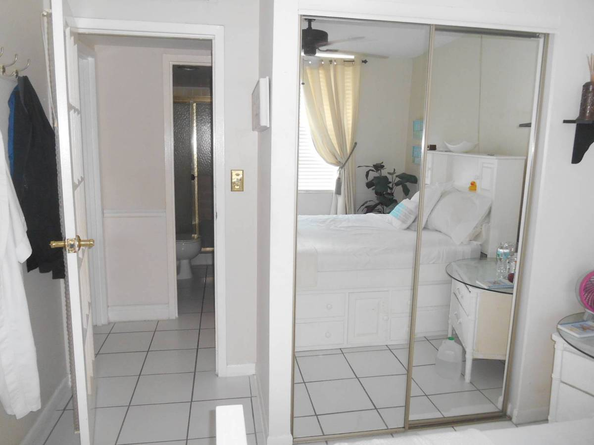 $850 Furnished Room and Private Bath 1mi from Bch on Beautiful Canal (FT LAUDERDALE)