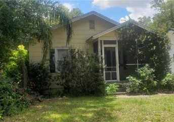 $800 / 2br – Amazing Home with Large Balcony and Parking (@!@ 1910 Park Lake St Orlando, FL)