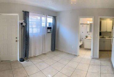 $900 / 250ft2 – GABLES GROVE PRIVATE ENTIRE STUDIO PARKING (32 AVE)