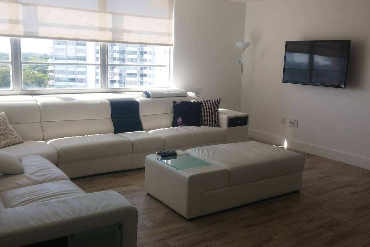$1700 / 2br – 1200ft2 – Modern 2/2 apartment Aventura Miami (Aventura)