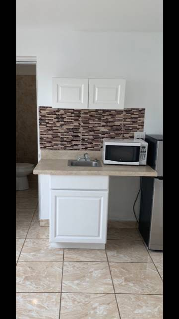$700 Efficiency for rent (Hollywood)