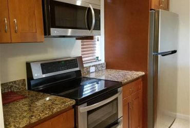 $1400 / 2br – well-lit 2/2 condo in the heart of Coral Springs (CORAL SRPINGS)