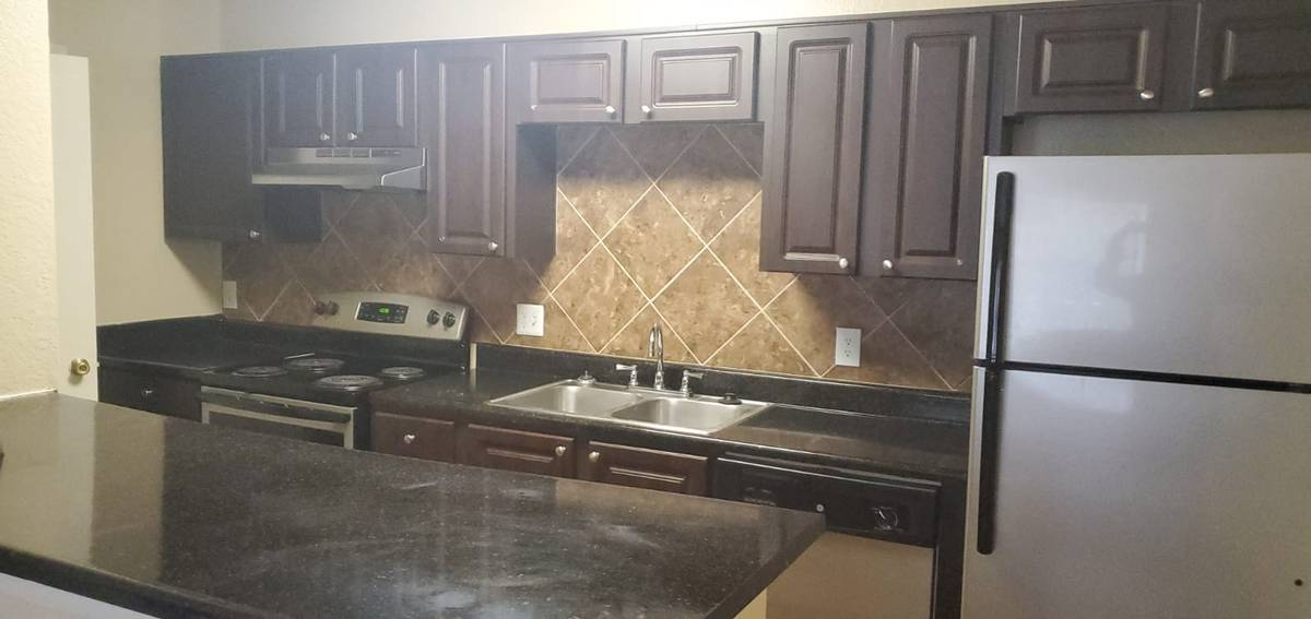 $1020 / 1br – 579ft2 – Studio for rent 8/17! Call us now!