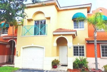 $2400 / 4br – BEAUTIFUL MEDITERRANEAN STYLE TOWNHOUSE WITH AMAZING LAKE VIEW!. (Hialeah)