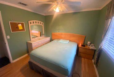 $580 Se Renta Habitacion Amoblada/ room for rent