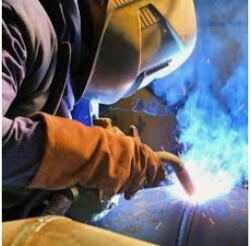 Hiring qualified welder/fabricator. Se busca soldador/fabricador (Hialeah)