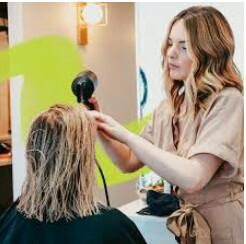 Hairdresser needed (Flagler st)