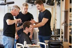 Licensed hair stylist/nail tech/barber/massage therapist needed. (Wellington Fl)