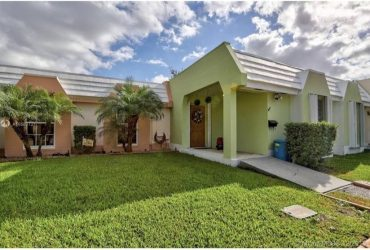 $2600 / 2br – 1330ft2 – 2/2 PETS OK HOME W/ BIG PATIO IN MIAMI LAKES (Miami Lakes)