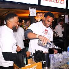 Busy outdoor bar looking for bartenders (Jamaica)
